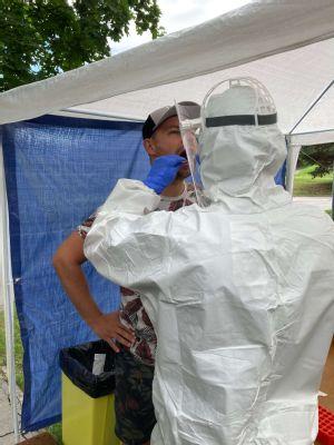 Libor a Július Hudáčkovci absolvovali v levočskej nemocnici test na koronavírus