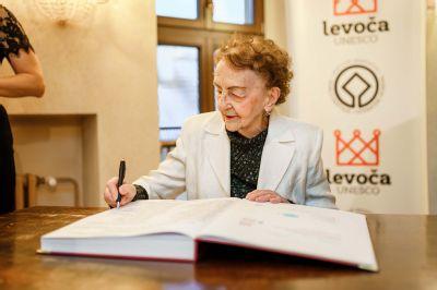 """Najstaršia detská lekárka na Slovensku MUDr. Mária Slugeňová (91) z Levoče: """"Nepracujem pre peniaze, ale preto, že potrebujem rozptýlenie a kontakt s ľuďmi"""""""