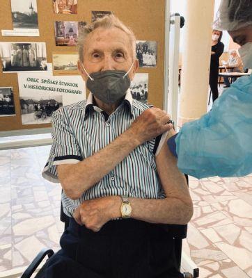Tím z levočskej nemocnice očkoval počas víkendu v okolitých obciach Najstarším očkovaným bol 98-ročný senior
