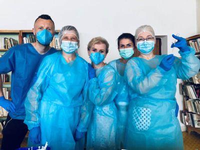 Mobilné očkovacie tímy levočskej a kežmarskej nemocnice zaočkovali počas uplynulých dní v okolitých obciach vyše 2800 ľudí.